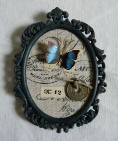 Petit-cadre-ancien-bronze-patine-Cabinet-de-curiosite-Papillons-piece-a-trou