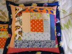 Capa p/almofada em patchwork. <br>Cores variadas. <br>Tecido 100% algodão. <br>Com ziper. <br>40cm/40cm