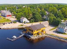Sea Dog Saloon - Shelburne's only harbour view restaurant, located right on the historic waterfront.
