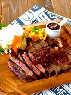 ステーキの焼き方のコツと、玉ねぎたっぷりソース Home Recipes, Asian Recipes, Cooking Recipes, Beef Steak, Pork, Bbq Menu, Around The World Food, Tonkatsu, Daily Meals
