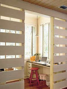 Pallet Room Divider Ideas: Many people want to know this pallet room divider project and they know that very well this is the best plan for saving money. The main role of pallet room divider is to divide a room into two or more than three sections. Small Room Divider, Bamboo Room Divider, Wooden Room Dividers, Diy Room Divider, Divider Ideas, Hanging Room Dividers, Pallet Room, Pallet Walls, Office Workspace