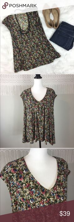 Show Me Your MuMu Floral Swing Top Show Me Your MuMu Floral Swing Top. Size small fits loose. Approximate measurements flat laid are 28' long and 24' bust. EUC with no major flaws. ❌No trades ❌ Modeling ❌No PayPal or off Posh transactions ❤️ I 💕Bundles ❤️Reasonable Offers PLEASE ❤️ Show Me Your MuMu Tops Blouses