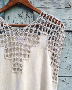 mixedcolor: My mother taught me how to crochet when I was young, and my projects were always bulky, heavy, and lumpy things in itchy acrylic yarns. While they still looked pretty rad in their own way, I'm glad my style evolved into using more delicate and luxurious yarns, like this raw silk, in open lace patterns! Of course, this piece is one of moms favorites ✨✨