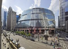 The governor of Illinois has announced plans to sell Helmut Jahn's James R Thompson Center in Chicago – a move that could lead to it's demolition Chicago School, Chicago Usa, Chicago Illinois, Amazing Architecture, Landscape Architecture, Creative Architecture, Structural Expressionism, James Thompson, Thompson Center
