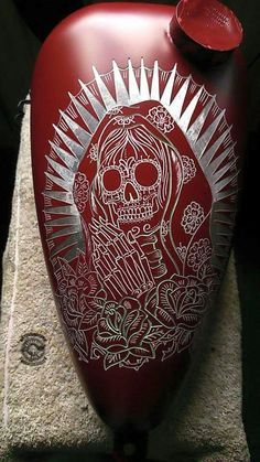 Sugar Skull Pic etched into paint on Gas Tank Motorcycle Paint Jobs, Motorcycle Tank, Motorcycle Helmets, Air Brush Painting, Car Painting, Custom Paint Jobs, Custom Art, Motos Harley Davidson, Sr500