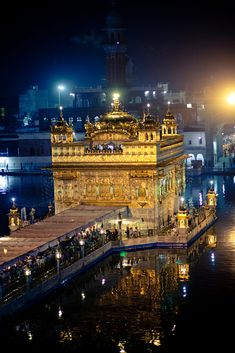 Beautiful view of Golden Temple Amritsar India Beautiful Nature Pictures, Beautiful Places, Pictures Images, Cool Pictures, Farmer Painting, Guru Nanak Wallpaper, Guru Nanak Ji, Harmandir Sahib, Shri Guru Granth Sahib
