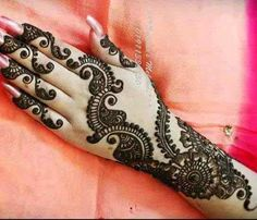 Henna or Mehndi is a tool of beauty that enhanced your persona. Every women is crazy about henna designs. Women of every age from childre. Henna Hand Designs, Mehandi Designs, Mehndi Design 2015, Simple Arabic Mehndi Designs, Mehndi Designs For Girls, Beautiful Mehndi Design, Latest Mehndi Designs, Simple Henna, Henna Tattoo Designs