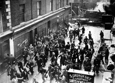East End Riots against proposed march of Fascists through London. 5th October 1936. Cable Street, Aldgate (photo: David Savill/Topical Press Agency/Getty Images)
