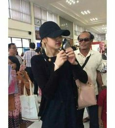 [FANTAKEN]  LISA at Buriram Airport to pick up her grandma and grandpa!