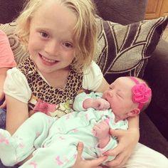 Josie Duggar holds her newborn niece Meredith, the fourth child of brother Josh Duggar. Familia Duggar, Josh Duggar, Duggar Family Blog, Duggar Girls, 4 Kids, Children, Dugger Family, Bates Family, 19 Kids And Counting