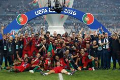 Portugal celebrate with the trophy after winning Euro 2016 with a score of 1 - 0 against France. (REUTERS)