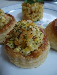 Volovanes de puerros y langostinos Vol Au Vent, Appetizer Dips, Appetizer Recipes, Comidas Light, Fingers Food, Latin Food, Yummy Food, Favorite Recipes, Food And Drink