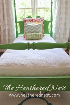 Easy DIY chalk paint makeover on a roadside rescue bed using Annie Sloan Antibes Green. Chalk painting is an easy DIY project to try! Trendy Furniture, Couch Furniture, Furniture Makeover, Furniture Decor, Annie Sloan Painted Furniture, Annie Sloan Paints, Chalk Paint Bed, Antibes Green, Painted Beds