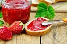 This small batch of sugar-free jam is perfect for the diabetic who cooks small amounts of food. Sugar Free Strawberry Jam, Sugar Free Jam, Strawberry Picking, Jam Tarts, Salty Foods, How To Make Jam, Frozen Strawberries, Calories, C'est Bon