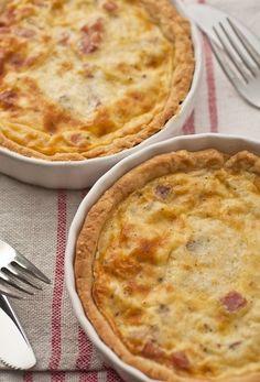 Французский сырный пирог с яблоками и ветчиной