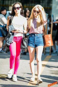Victoria & Krystal f(x) Ulzzang Fashion, Kpop Fashion, Star Fashion, Krystal Fx, Jessica & Krystal, Fashion Idol, Love Fashion, Girl Fashion, Sulli