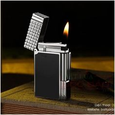 Bật lửa S.T.Dupont sơn mài đen viền trắng nắp vân kim cương - Mã SP: BLD118