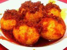Resep Telur Balado ala bumbu Padang ini cara membuatnya sangat sederhana tetapi rasanya cukup enak lho. Telur ayam bisa diganti dengan telur puyuh