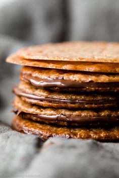 Made from only 6 ingredients, these easy lace cookies are ready in 30 minutes and they taste like sweet brown butter and caramel. Sandwich with a little chocolate for an extra special treat. Everyone loves these and they're gluten free too! Lace Cookies Recipe, Yummy Cookies, Best Cookie Recipes, Baking Recipes, Dessert Recipes, Holiday Baking, Christmas Baking, Christmas Candy, Family Christmas