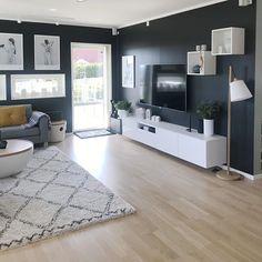 Silje Spilde (@fruspilde) • Fotos y videos de Instagram Living Room Decor On A Budget, Living Room Tv, Apartment Living, Living Room Designs, Sala Grande, Living Place, Minimalist Room, Dream Decor, House Rooms