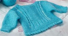 Casaquinho azul para  bebê em tricô
