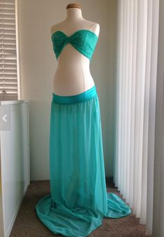 Inspiration for a maternity outfit for photo shoot