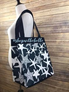 Look at who's making a comeback!👀 Our Starfish print is back in Navy this time!⭐️ #thirtyonegifts #essentialstoragetote #navystarfishsplash #starfish #tote