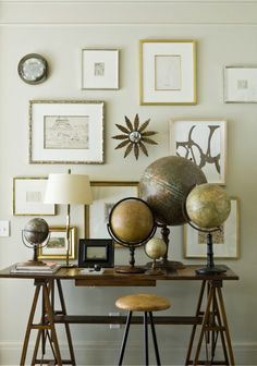 Nicely spread out gallery wall. Suzanne Kasler uses collections to create impact, like this collection of antique globes which pairs beautifully with warm wooden furniture pieces and a gallery wall of art with gilded frames Home Interior, Interior Design, Interior Stylist, Vibeke Design, Vintage Globe, Vintage Art, Atlanta Homes, Displaying Collections, My New Room