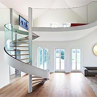 SAAGE Treppen • Seit 1952 verfolgt das Mitgliedsunternehmen von Treppen.de mit Erfolg das Ziel, Ihnen immer wieder neue Innovationen – nicht nur im Bereich des Treppenbaus – präsentieren zu können. Weitere Informationen zur Treppenanlage im Treppen Finder unter www.treppen.de/de/portfolio-leser/saage-treppen-277.html
