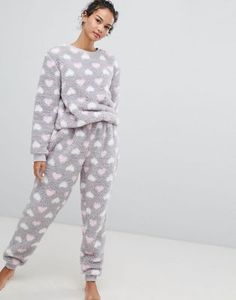 Buy Loungeable Fluffy Fleece Heart Print Twosie at ASOS. With free delivery and return options (Ts&Cs apply), online shopping has never been so easy. Get the latest trends with ASOS now. Cute Pajama Sets, Cute Pjs, Cute Pajamas, Fleece Pajamas, Pajama Outfits, Cute Outfits, Night Dress For Women, Girls Pjs, Androgynous Fashion