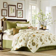 Love this color scheme for family room!  Wish I could find a valance in this print.