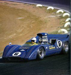 Mark Donohue,quì nel 1968 con la bella Mclaren M6B con il Chevy di 7 litri del team Roger