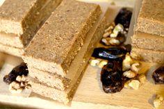 Ce e natural este si bun! Batoane raw vegan cu nuci si curmale fara zahar, 100% naturale. Deserts, Gluten, Candy, Chocolate, Food, Essen, Postres, Chocolates, Meals