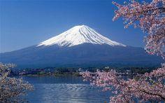 Mount Fuji im Japan Reiseführer http://www.abenteurer.net/1994-japan-reisefuehrer/