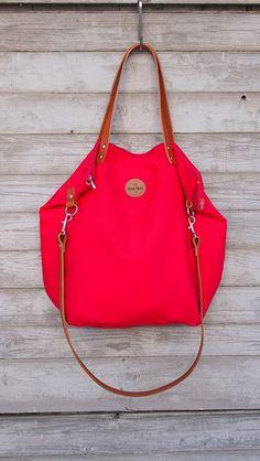 Schultertaschen - Beuteltaschen  bloody red - ein Designerstück von MANA-MANA-BAGS bei DaWanda