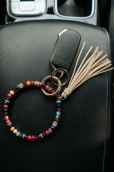 Handmade Keychains, Diy Keychain, Handmade Bracelets, Keychain Design, Keychain Ideas, Beaded Jewelry, Jewelry Bracelets, Key Bracelet, Jewlery