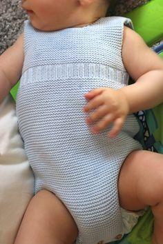 Diy tejer ropa de bebe pelele patrones gratis. Patrones lana y patrones punto. Baby Boy Knitting Patterns, Knitting For Kids, Baby Knitting, Baby Sewing, Knit Crochet, Diy, Handmade, Clothes, Baby Things