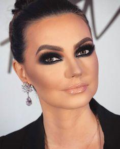 Eye Makeup Tips – How To Apply Eyeliner – Makeup Design Ideas Glam Makeup, Cat Eye Makeup, Eye Makeup Tips, Girls Makeup, Smokey Eye Makeup, Makeup Eyeshadow, Hair Makeup, Alien Makeup, Makeup Ideas