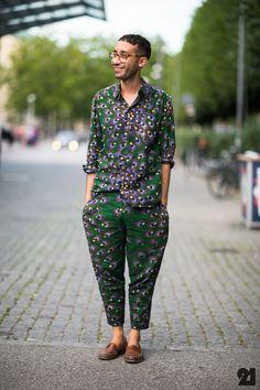 #Copenhagen #Streetstyle #Mensstyle #Menswear #MONOBI #Peacockprint Street Style Blog, Street Style Looks, Men Street, Street Wear, Style Snaps, Textiles, African Fashion, African Style, Poses