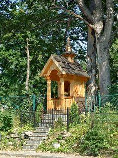 Znalezione obrazy dla zapytania kapliczka drewniana Blessed Mother, Poland, Kultura, Spirituality, Around The Worlds, Cabin, Highlands, House Styles, Places