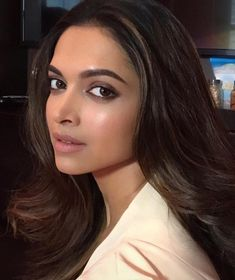 Love this dewy look by @hungvanngo on my favourite Bollywood actress @deepikapadukone ❤️