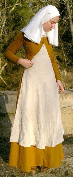 Historiska Världar - Dräkter - Borgarkvinna slutet av 1300-talet: