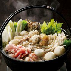 秋田県の冬の味覚比内地鶏の鍋に、郷土料理「だまっこもち」を。【比内地鶏のだまっこ鍋】