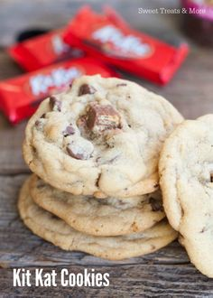 Kit Kat Cookies with Toca Kitchen 2 Cookie Desserts, Cookie Recipes, Dessert Recipes, Kit Kat Cookies, Oreo Cookies, Kit Kat Recipes, Delicious Desserts, Yummy Food, Cookie Time