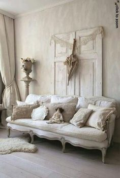 Canapé Shabby Chic, Shabby Chic Romantique, Shabby Chic Homes, Shabby Chic Living Room Furniture, Living Room Decor, Dining Room, Jeanne D'arc Living, The Fresh, Living Room Designs