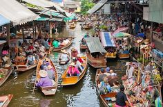 Damnoen Saduak Floating Market in Bangkok, Thai Land.