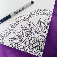 40 Beautiful Mandala Drawing Ideas & Inspiration · Brighter Craft 40 illustrated mandala drawing ideas and inspiration. Learn how you can draw mandalas step by step. This tutorial is perfect for all art enthusiasts. Mandala Doodle, Easy Mandala Drawing, Simple Mandala, Doodle Art Drawing, Art Drawings Sketches, Easy Drawings, Drawing Ideas, Mandala How To Draw, Sharpie Drawings
