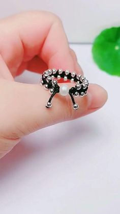 Diy Jewelry Rings, Handmade Wire Jewelry, Diy Crafts Jewelry, Bracelet Crafts, Bead Jewellery, Beaded Jewelry, Diy Bracelets Patterns, Diy Friendship Bracelets Patterns, Diy Bracelets Easy