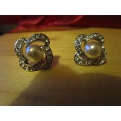 New Listing Started vintage flower shaped silvertone stud earrings faux pearl/clear stone edges £1.55