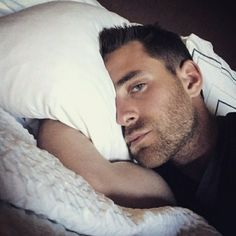 """If you're asking yourself, """"What would it look like if I woke up next to him?"""" then consider yourself lucky. The Actor Who Plays Luke In """"The Haunting Of Hill House"""" Is Hot, That Is All Oliver Jackson Cohen, The Great Fire, Mr Darcy, Hollyoaks, Hello To Myself, Bbc One, House On A Hill, Dream Guy, New Shows"""